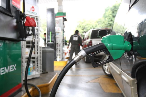 El 2018 arranca con alza en gasolinas.