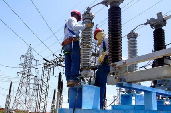 Revisarán tarifas de luz para industrias.