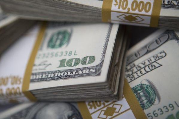 El dólar salta la valla de los 20 pesos en bancos.