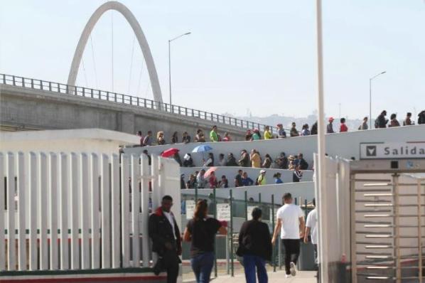 Migrantes rusos llegan a Tijuana; buscan asilo en EU