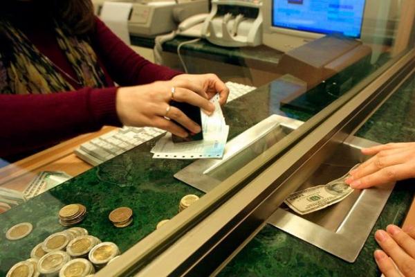 Peso se deprecia 1.5%, hasta las 20.42 unidades por dólar.