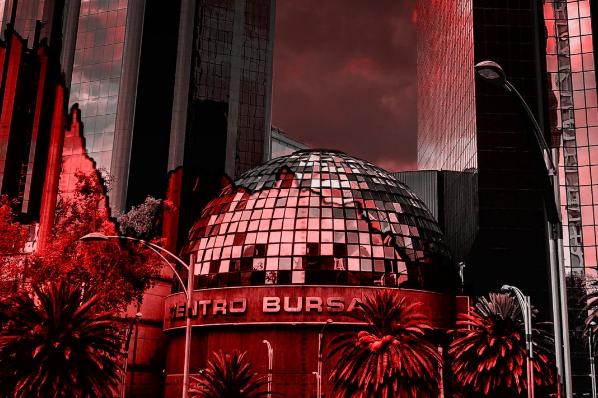 Desplome de BMV y bancos por plan contra comisiones