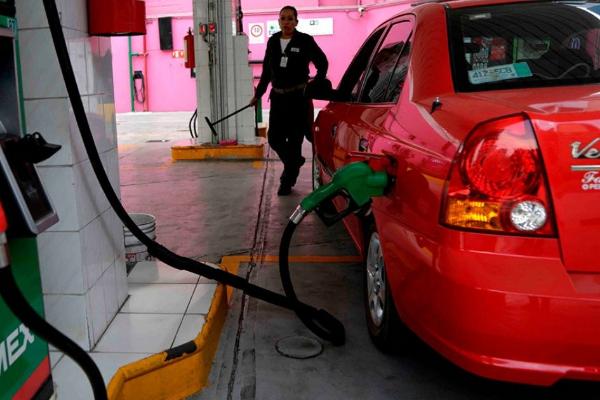 Precio de la gasolina baja en la frontera norte.