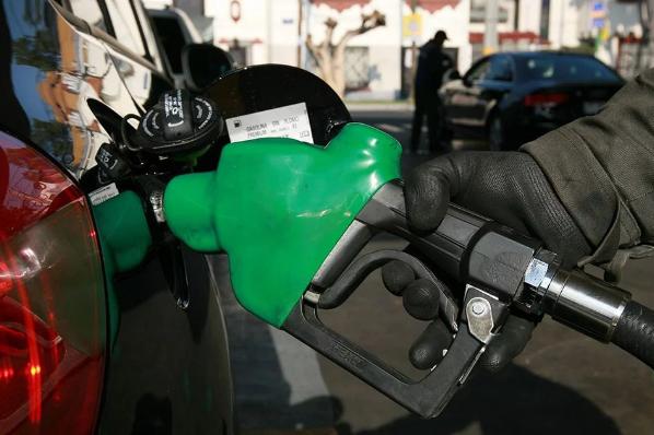 AMLO planea crear estaciones de servicio para la venta de gasolina.