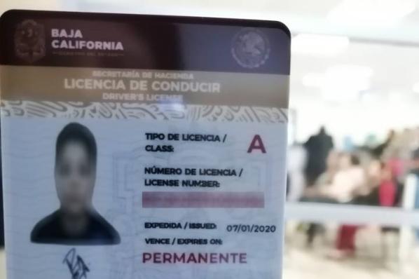 Licencia de conducir, ya con vigencia permanente.